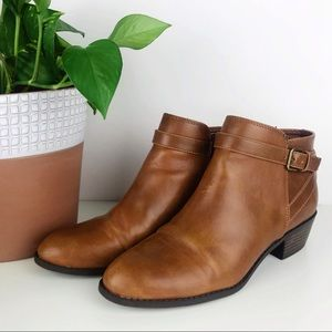 💛 American Eagle Ankle Buckle Ankle Boots Heel